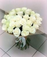 35 белых роз в сетке-6095 руб.
