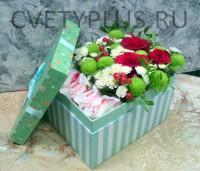 Корбочка с цветами и конфетами рафаэлло - 2400 р.